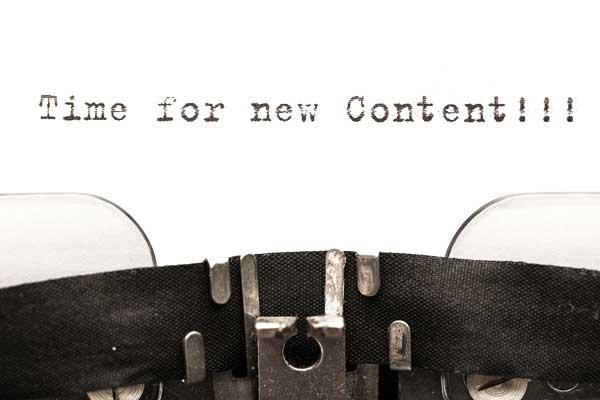 """comunicazione, macchina da scrivere di vecchia generazione accompagnata dalla scritta """"Time for new content!!!""""."""